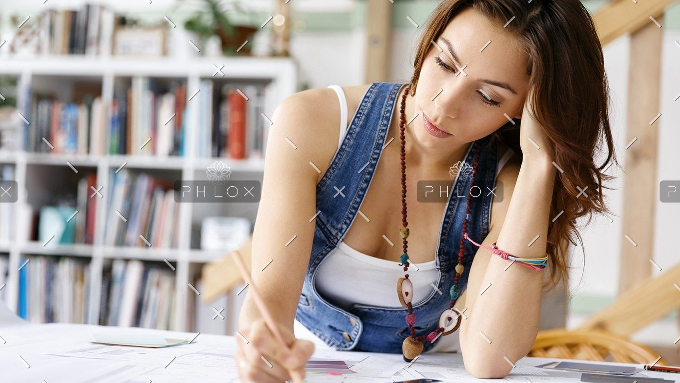 demo-attachment-169-young-pretty-woman-at-her-desk-PDDLFRL